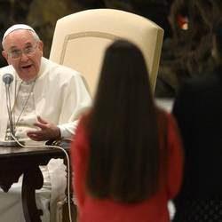 Il Papa: la famiglia non è mai stata così attaccata.