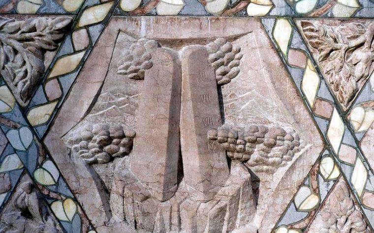 """""""I 10 comandamenti non limitano la nostra libertà, ci liberano""""."""