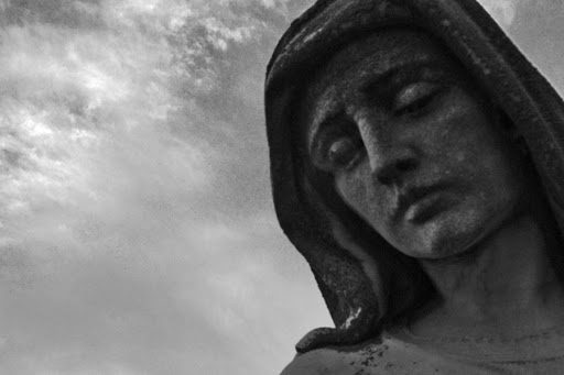 Perché nelle apparizioni Maria piange così spesso?