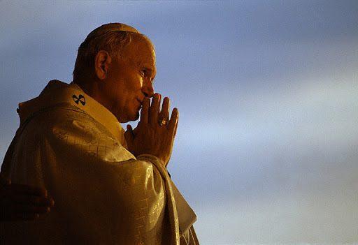 Il giorno in cui Giovanni Paolo II baciò 800 lebbrosi.