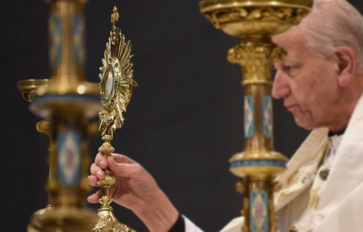 10 modi per innamorarsi profondamente dell'Eucaristia