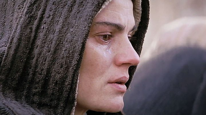 Quali erano i pensieri di Maria mentre Gesù veniva messo in croce?