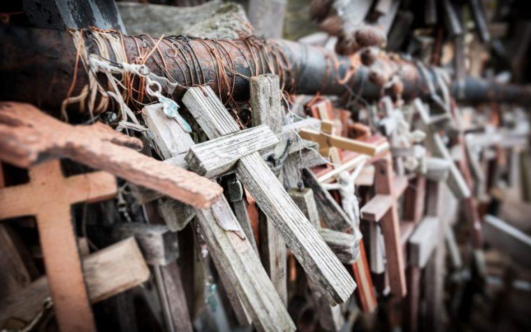 Se la croce di Cristo ha trionfato, perché il mondo è ancora nel caos?